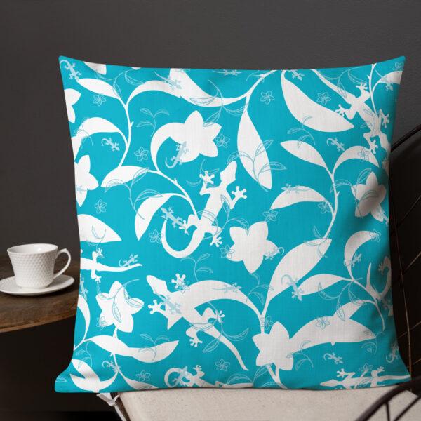 Pillow-Lizards-High-Contrast-Aqua