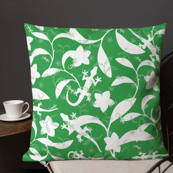 Pillow-Lizards-High-Contrast-Leaf